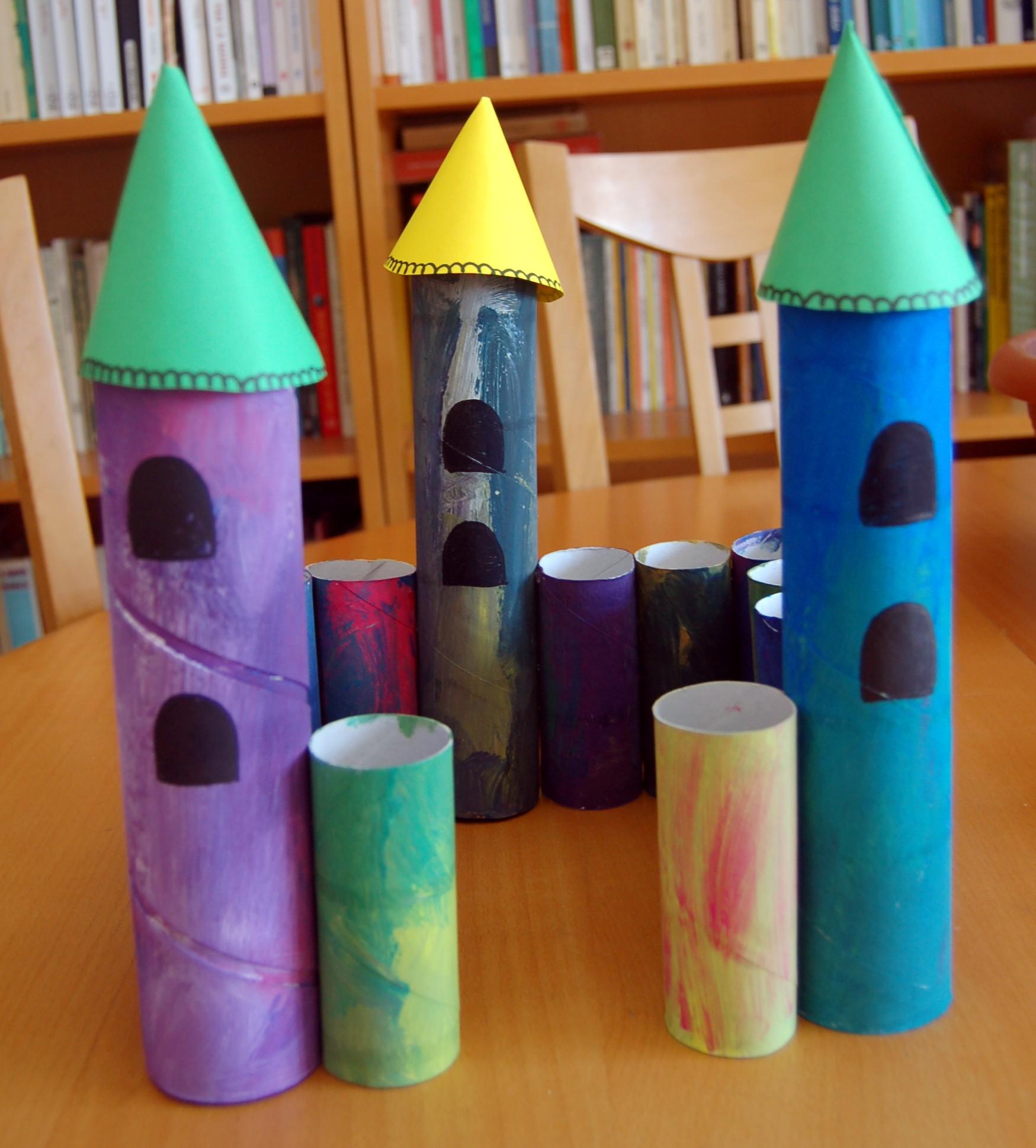... : la costruzione di un castello con i rotoli della carta igienica