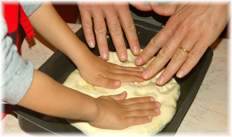 Cucinare con i bambini la focaccia di san mateo - Cucinare con i bambini ...