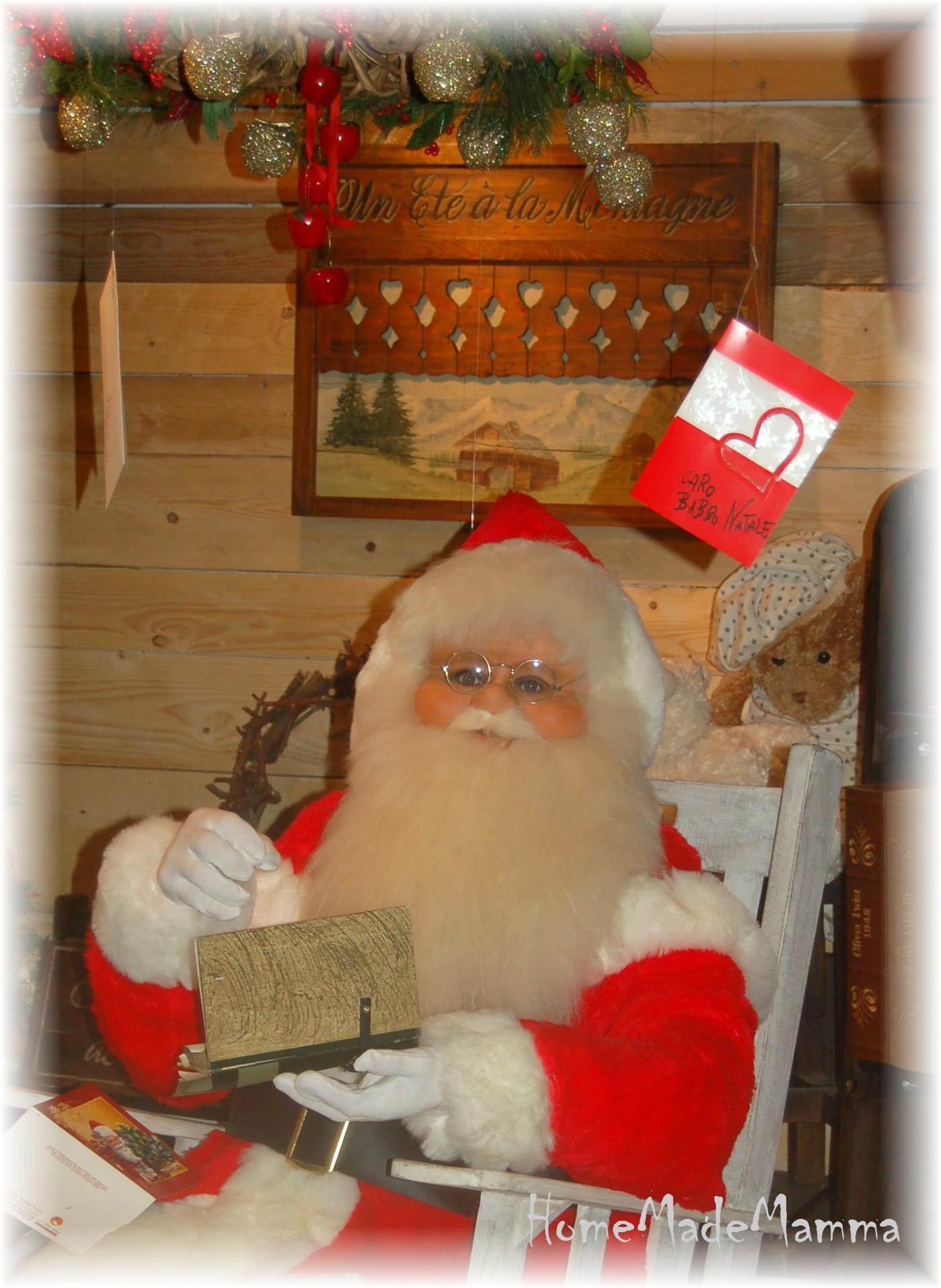 Una sorpresa speciale sotto l albero una lettera da babbo - Babbo natale porta i regali ai bambini ...