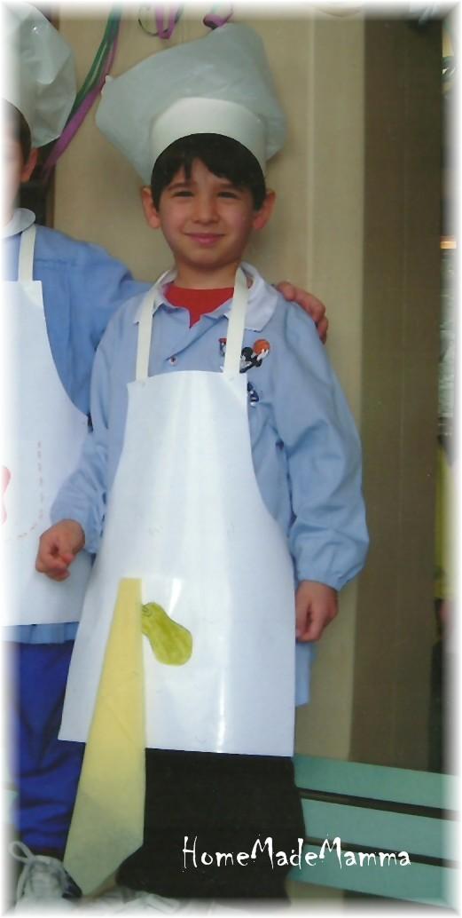 Questo lavore tto è durato qualche settimana e Piccolo Furfante era così  entusiasta che mi raccontava ogni giorno i progressi del suo vestititino da  cuoco. 56a556cae1b9