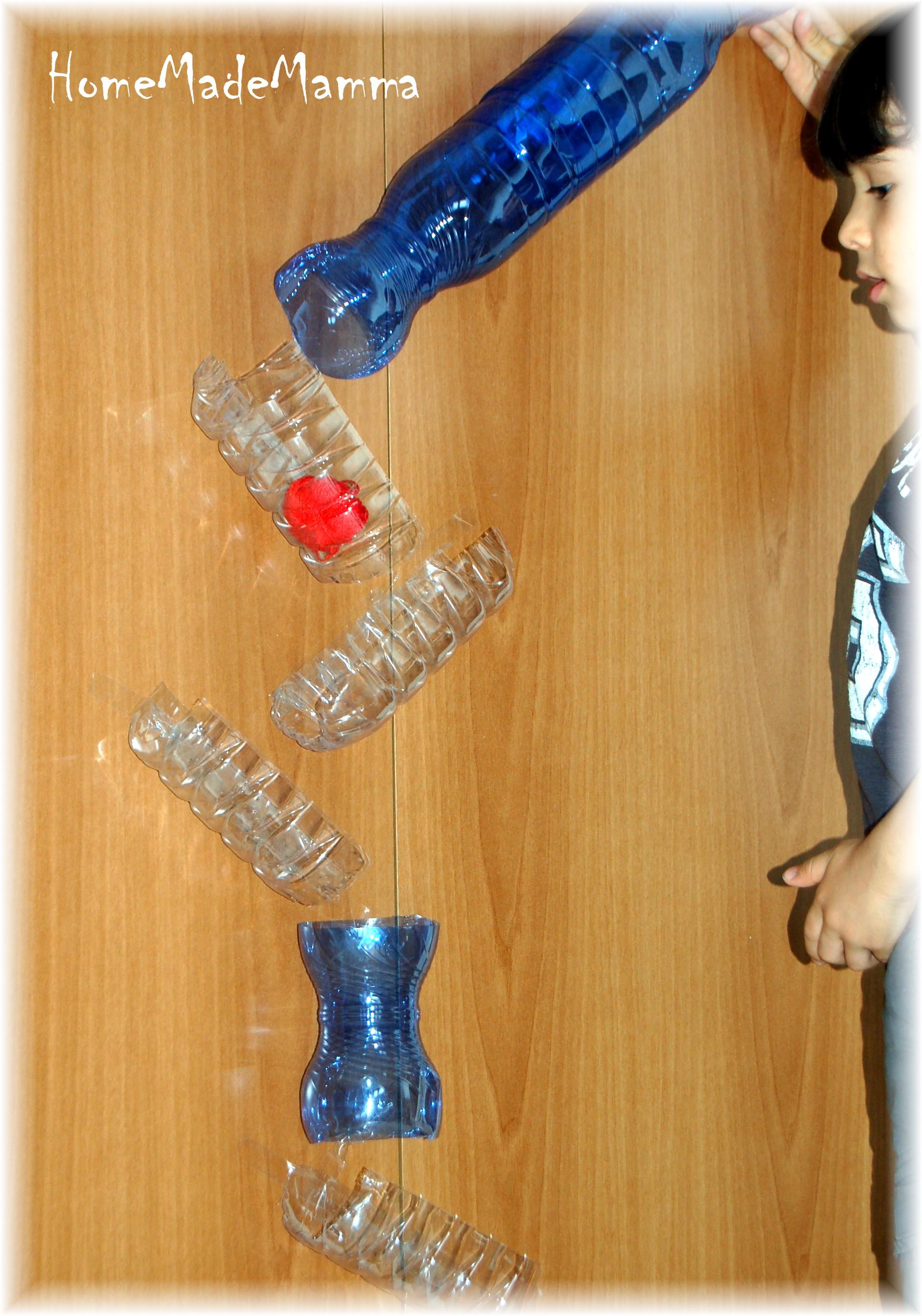 Pannello Solare Con Bottiglie Di Plastica : Giochi creativi la pista di biglie con bottiglie