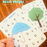 A caccia di vocali: le carte delle lettere in stampatello